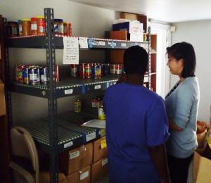 Hussman Institute participants volunteer at a food bank.